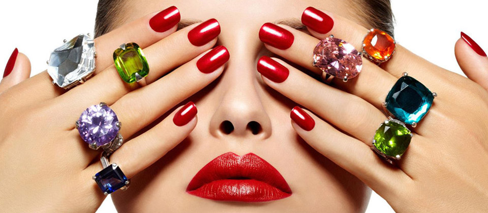 Difference Between Acrylic and Gel Nail Service